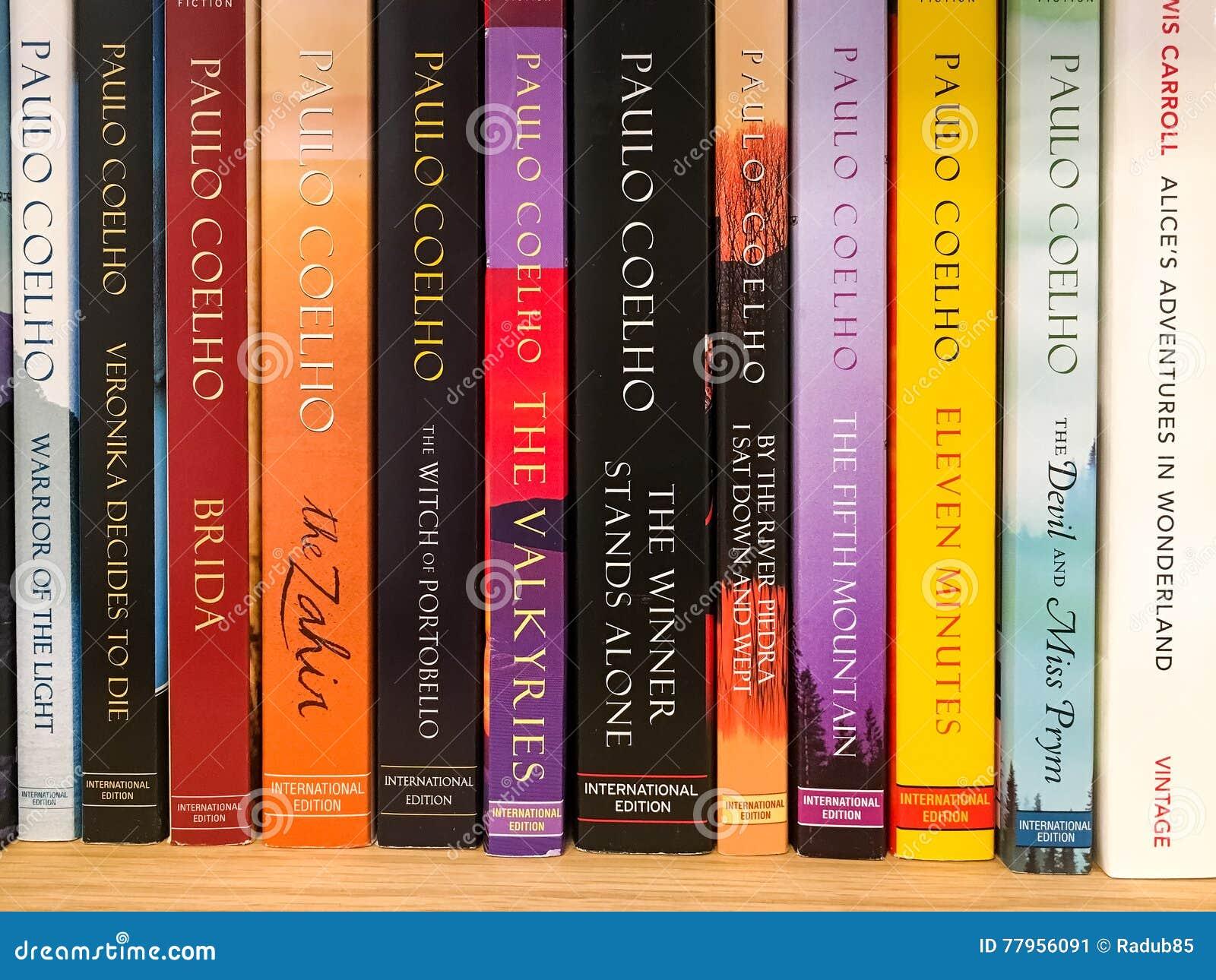 Ultimi romanzi famosi inglesi da vendere nel deposito di libro delle biblioteche