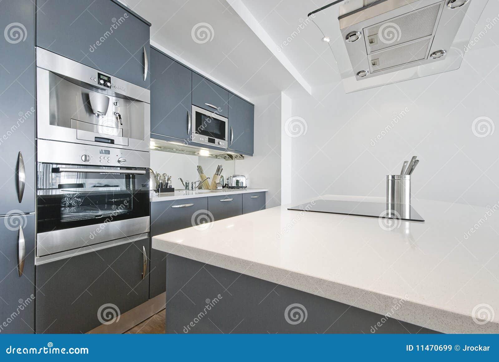 De moderne witte keuken van de luxe royalty vrije stock foto's ...