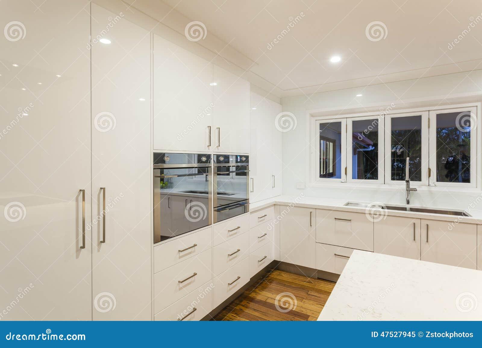 Ultra moderne keuken stock foto afbeelding 47527945 for Cuisine ultra moderne