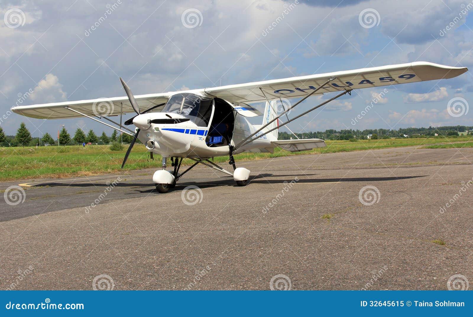 Ultralight Flugzeug Ikarus C42 Redaktionelles Bild Bild Von Klein