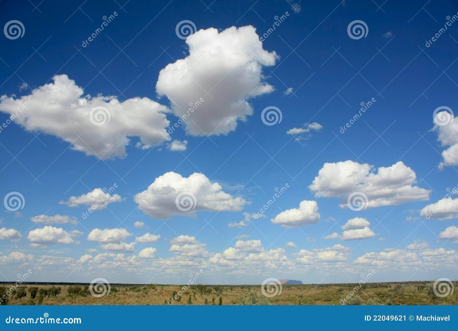 https://thumbs.dreamstime.com/z/uluru-horizon-et-nuages-%C3%A0-l-int%C3%A9rieur-australie-22049621.jpg