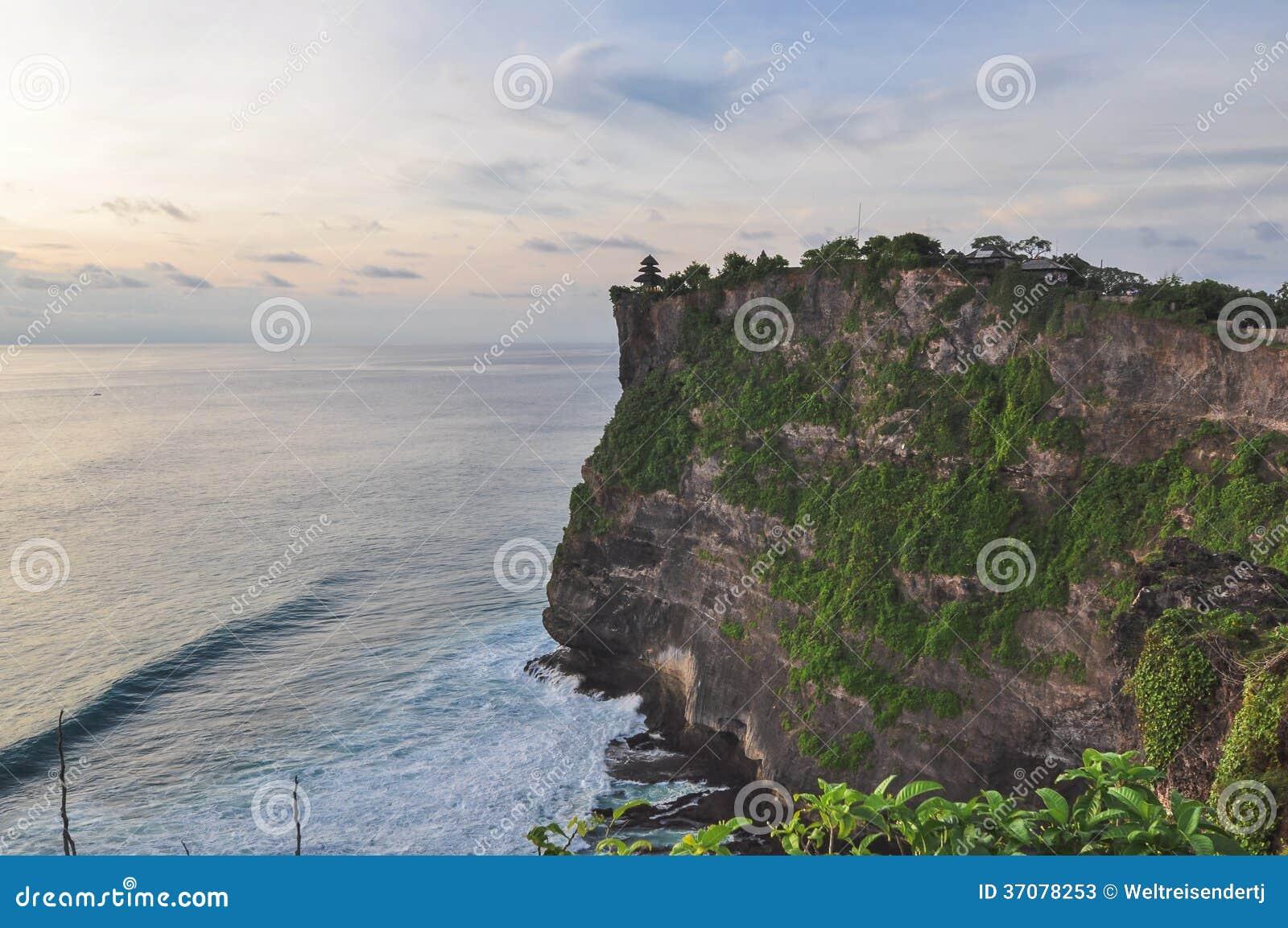 Download Uluwatu świątynia obraz stock. Obraz złożonej z kultura - 37078253