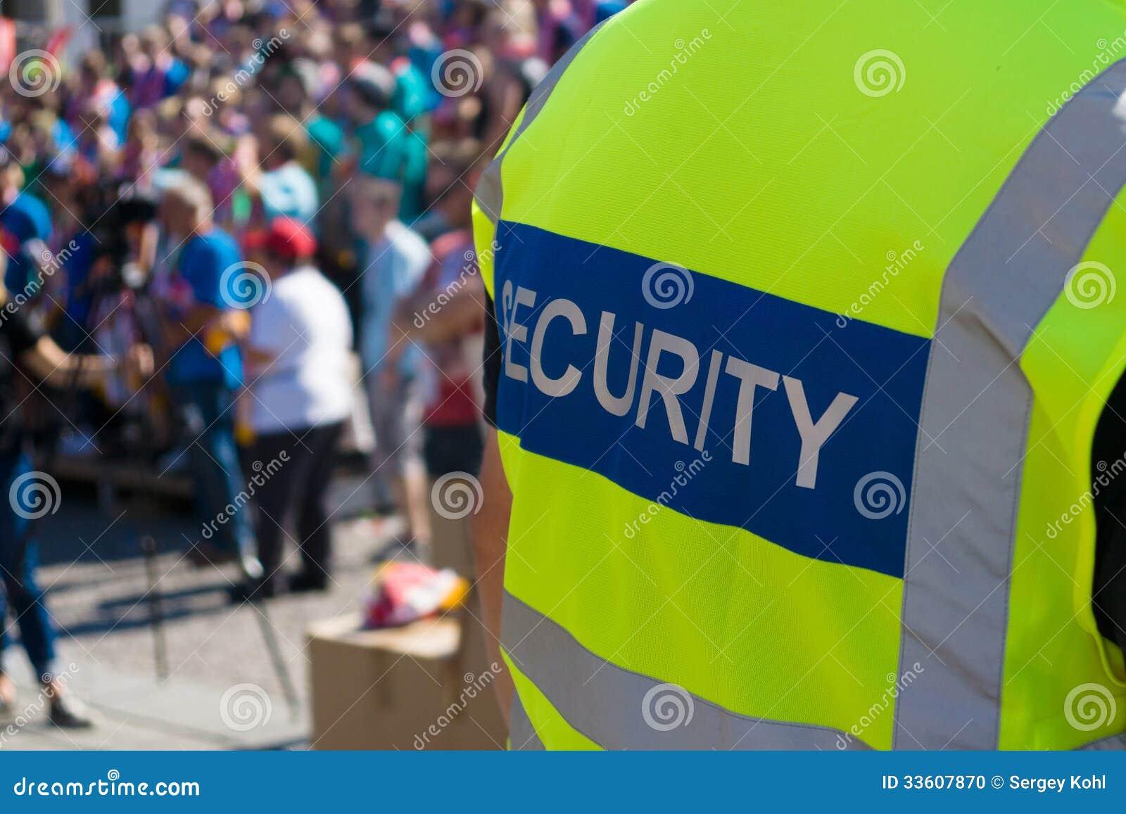 Um agente da segurança no concerto