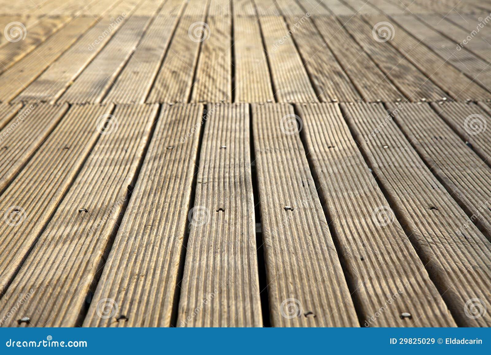 Plataforma de madeira de diminuição