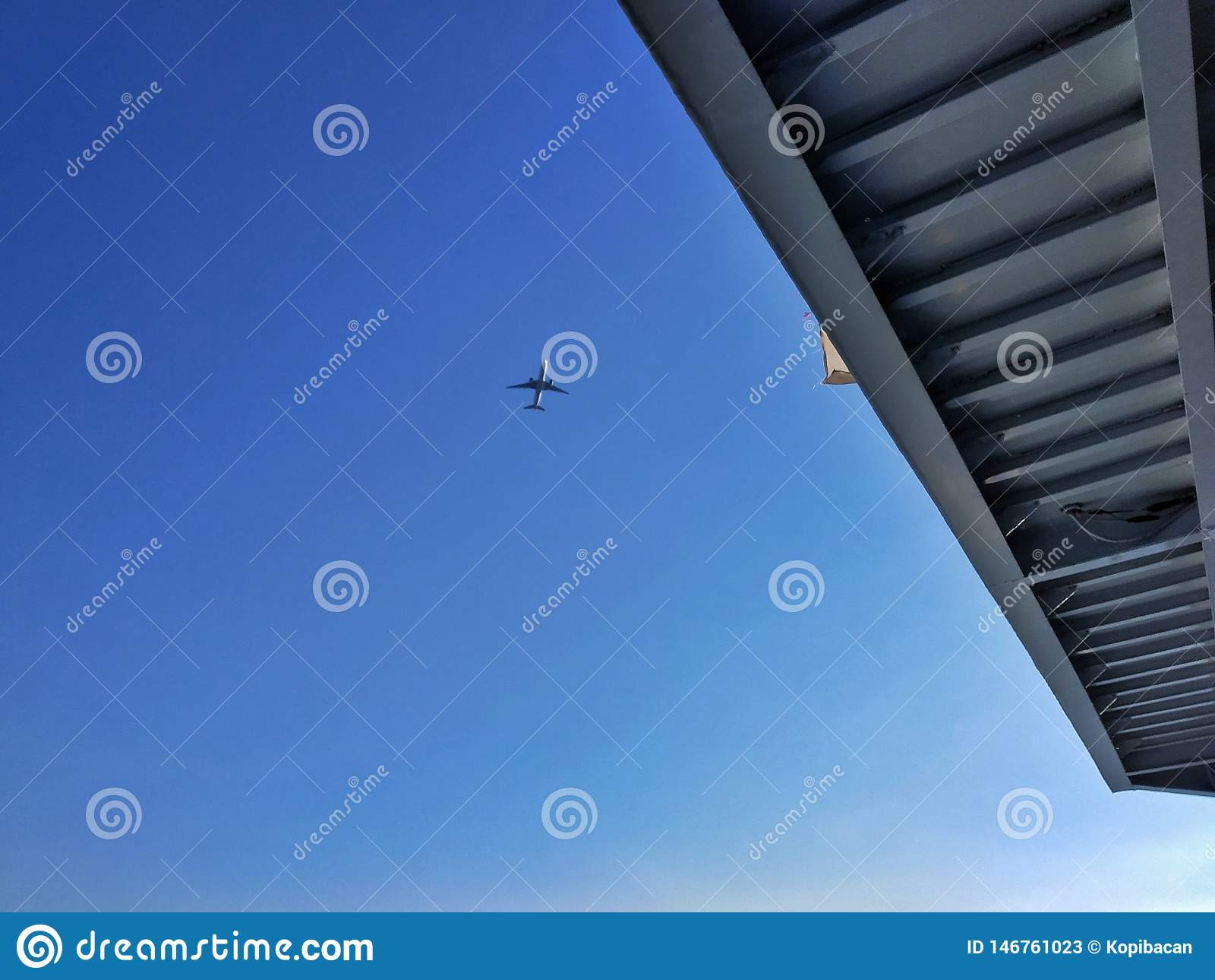 Um avião apenas para estar pronto à aterrissagem