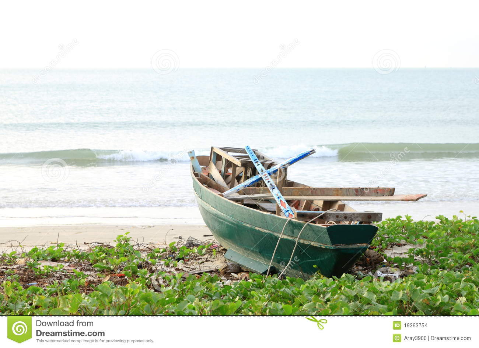 Um barco verde
