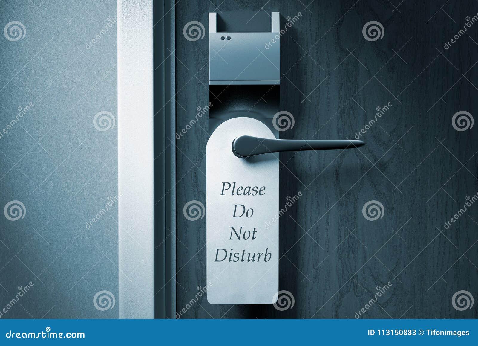Um botão de uma porta do hotel com ` por favor não perturba a etiqueta do `