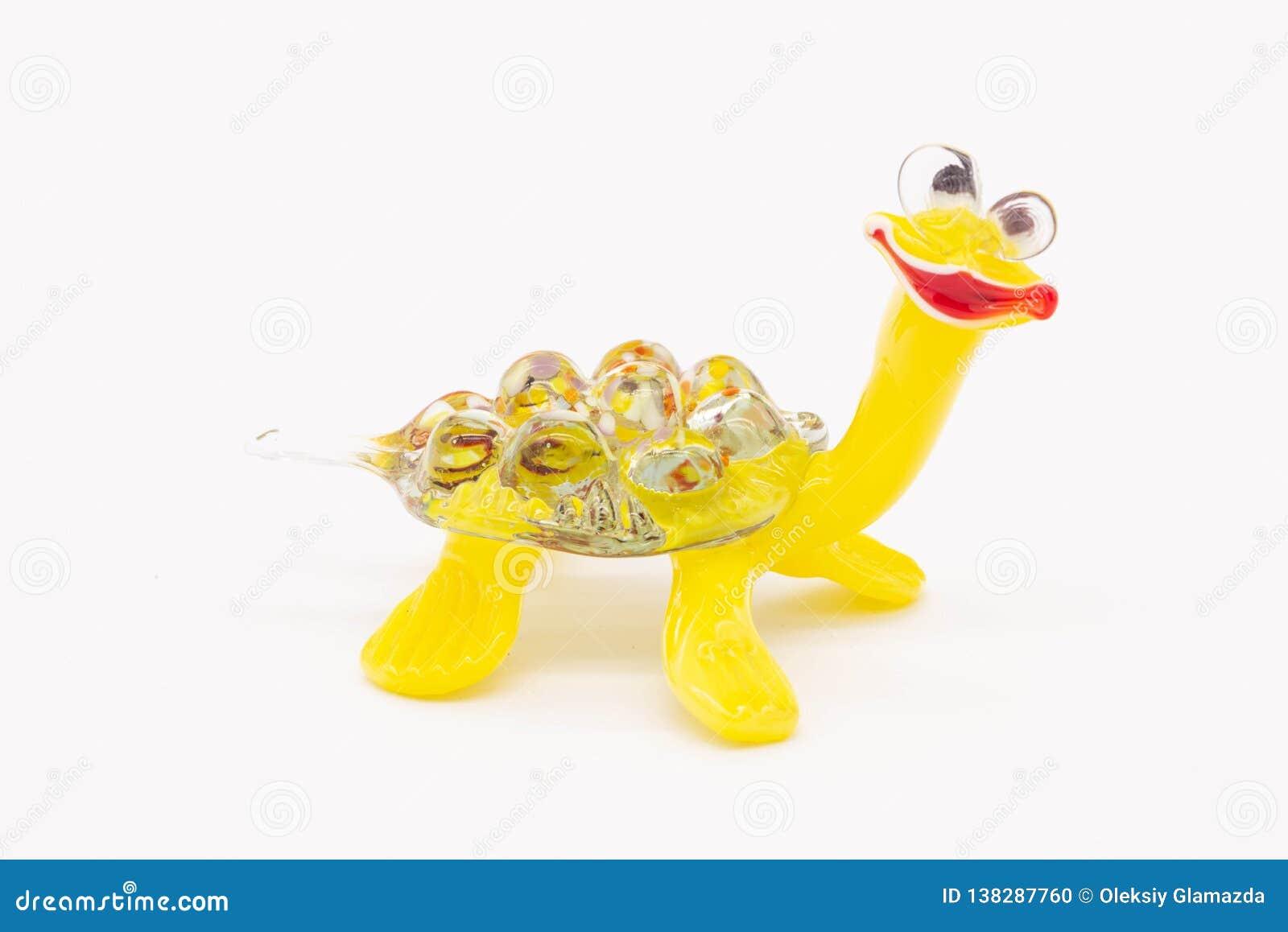 Um brinquedo pequeno é uma tartaruga