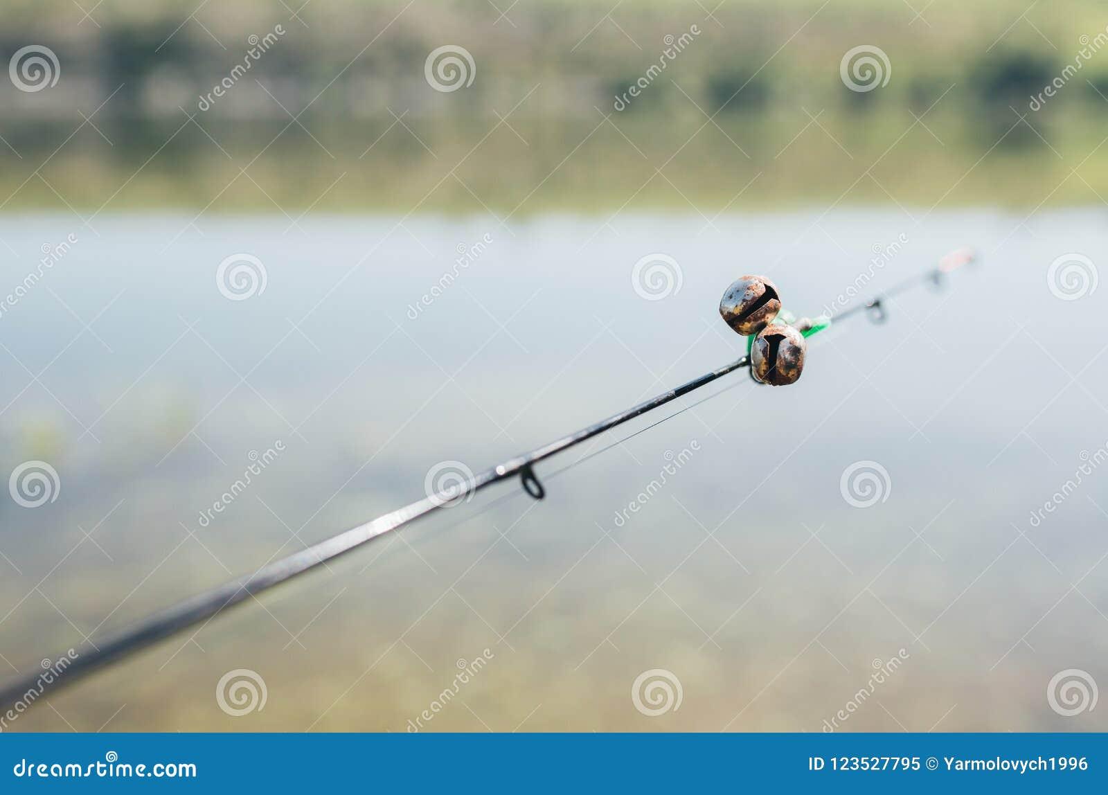 Um carretel e sinos da haste dos fishermans