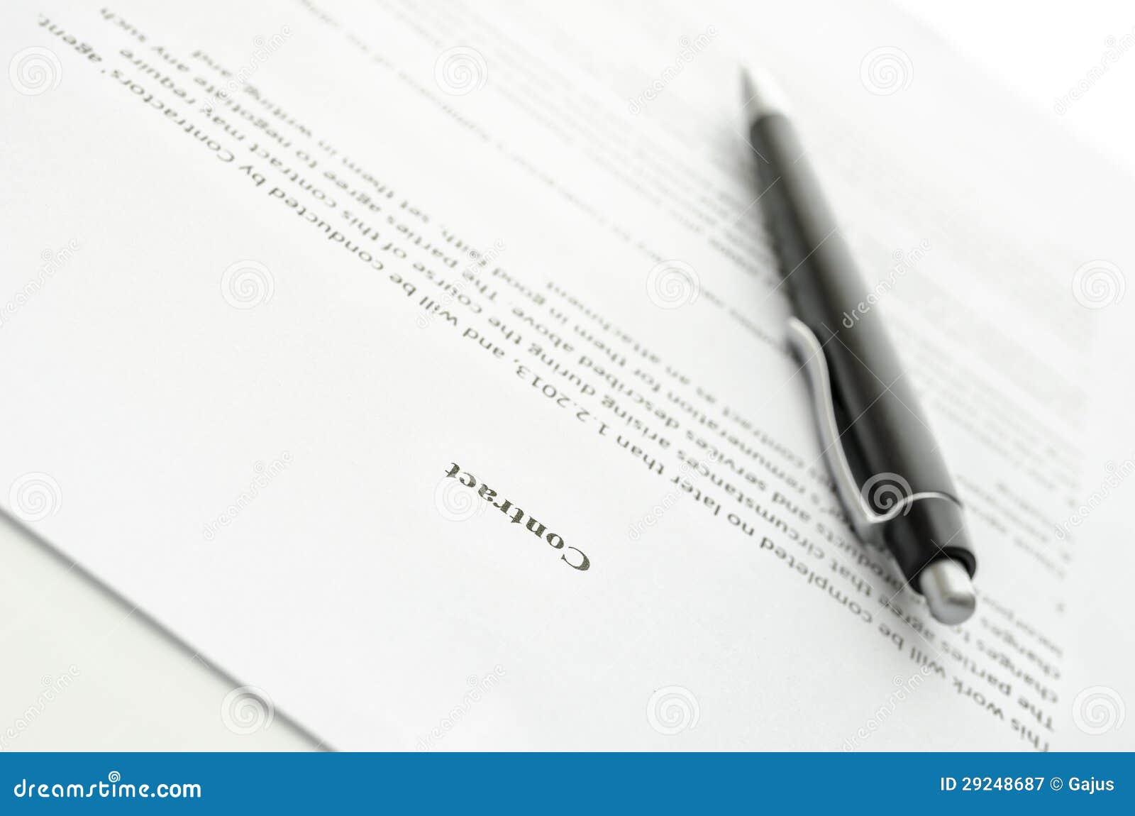 Download Um contrato e uma pena imagem de stock. Imagem de branco - 29248687