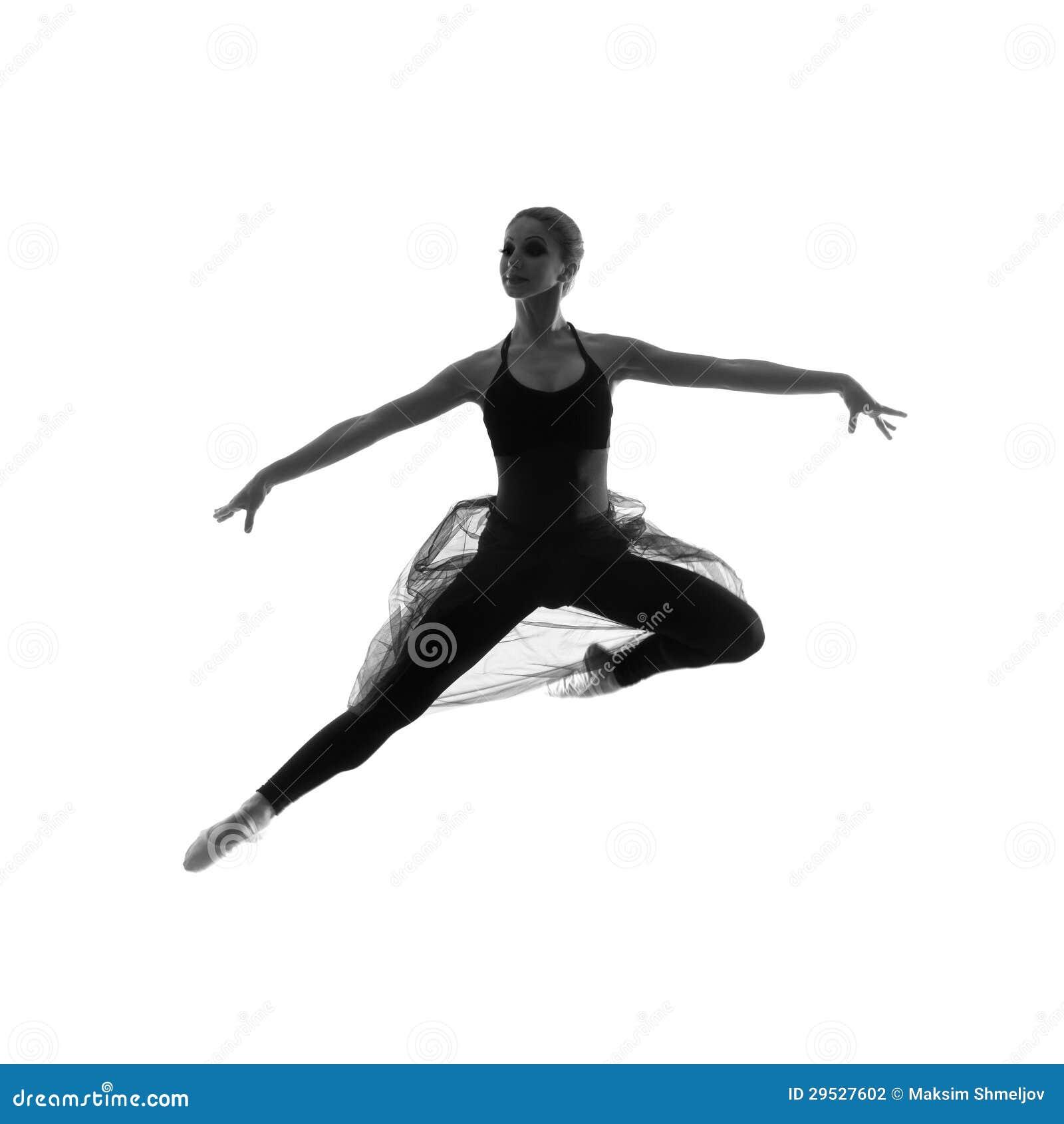 Um dançarino de bailado caucasiano novo em um vestido preto