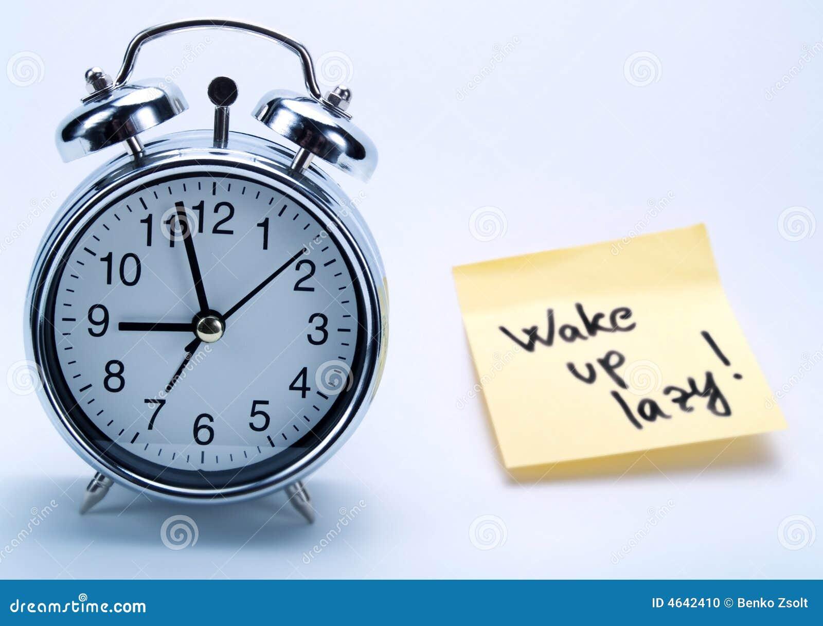 Um despertador e uma nota amarela