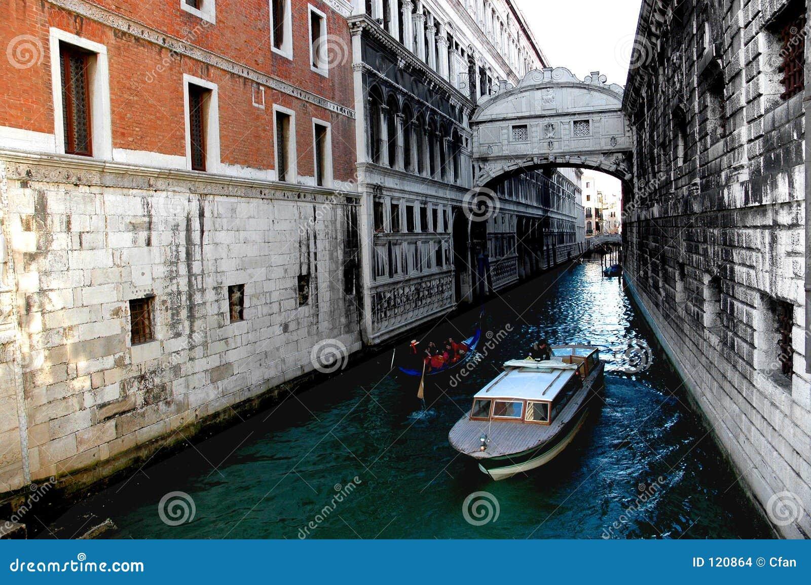 Um die Straßen von Venedig