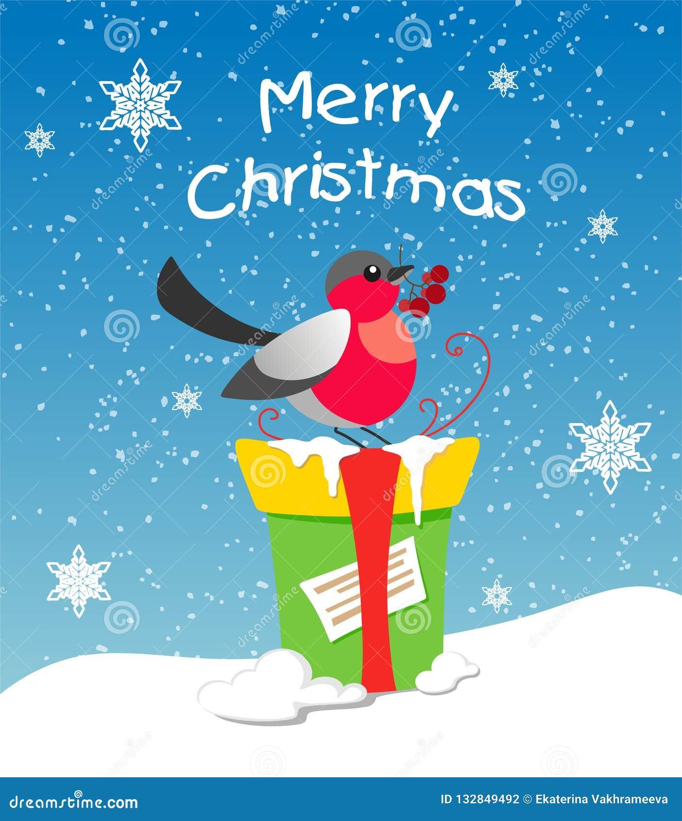 Um dom-fafe com o viburnum em seu bico está sentando-se em um presente, um presente está estando na neve e contra um fundo dos fl