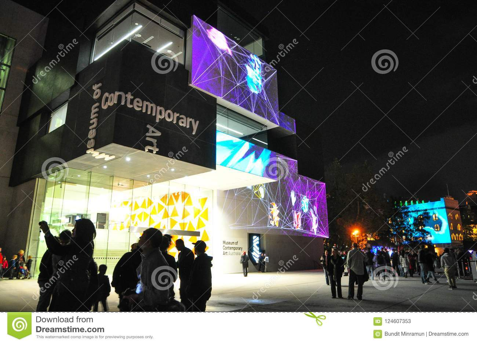 Um festival exterior anual da iluminação com ` vívido claro immersive de Sydney do ` das instalações e das projeções