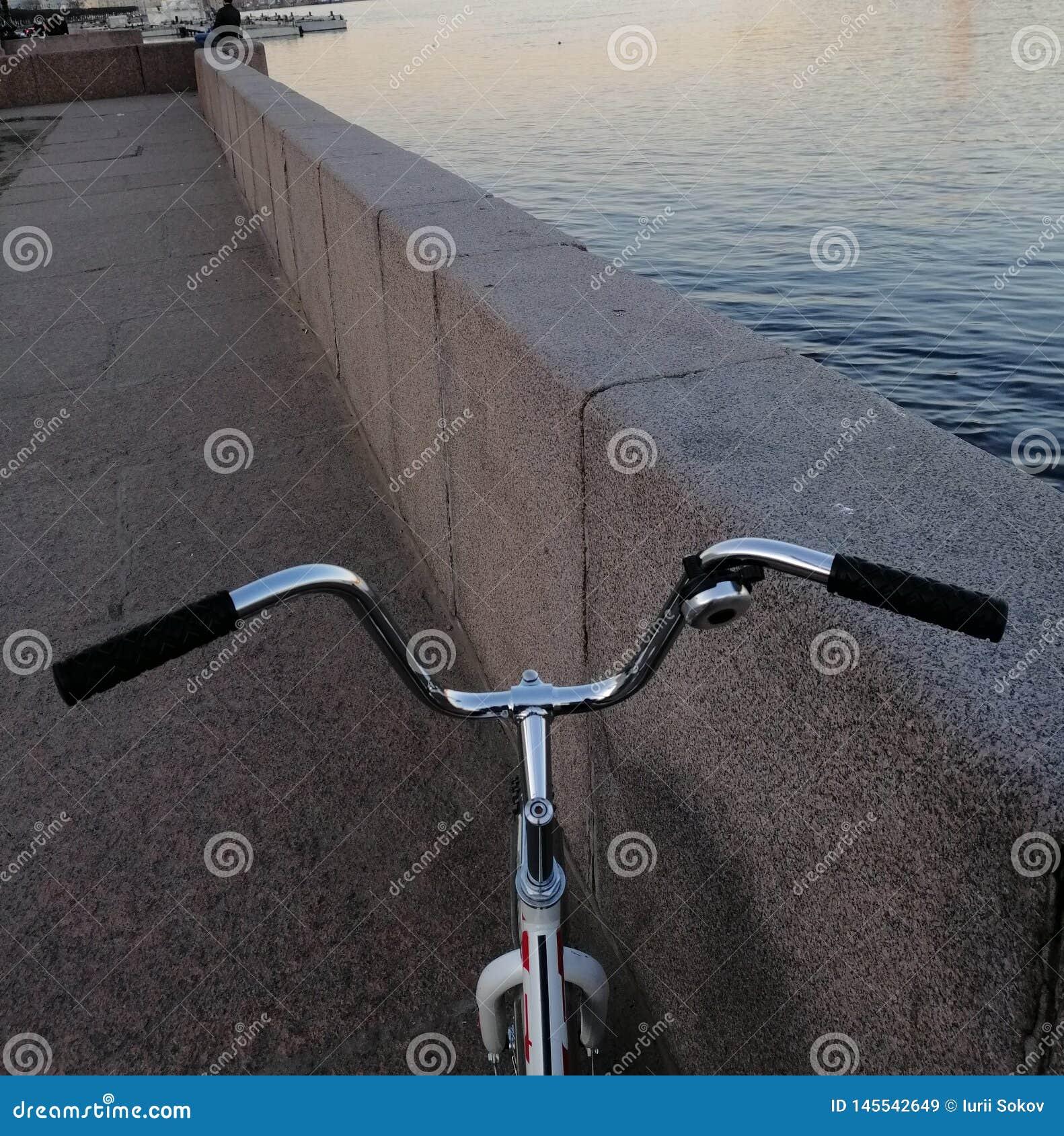 Um fragmento de minha bicicleta e do mar
