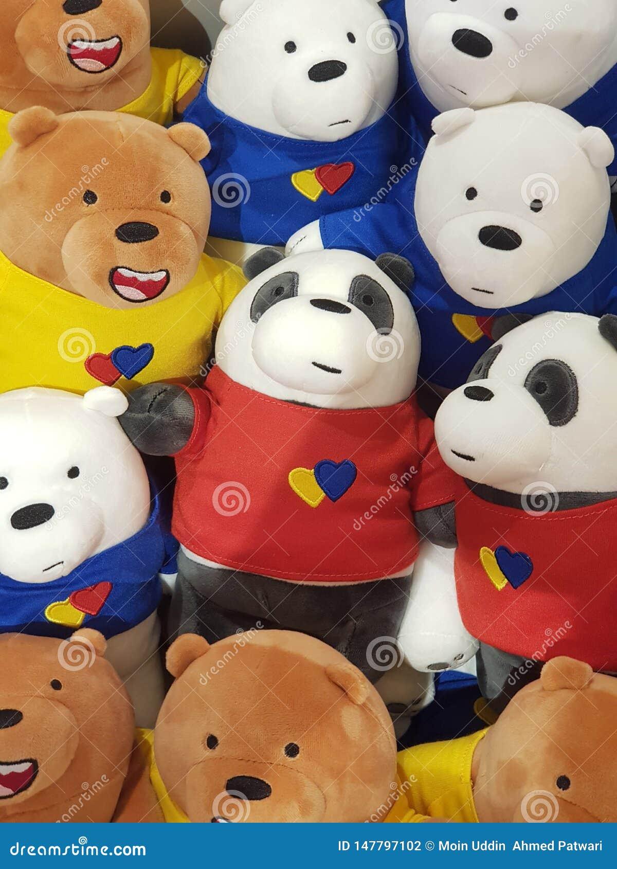 Um grupo de boneca da estátua da panda em uma imagem da alameda