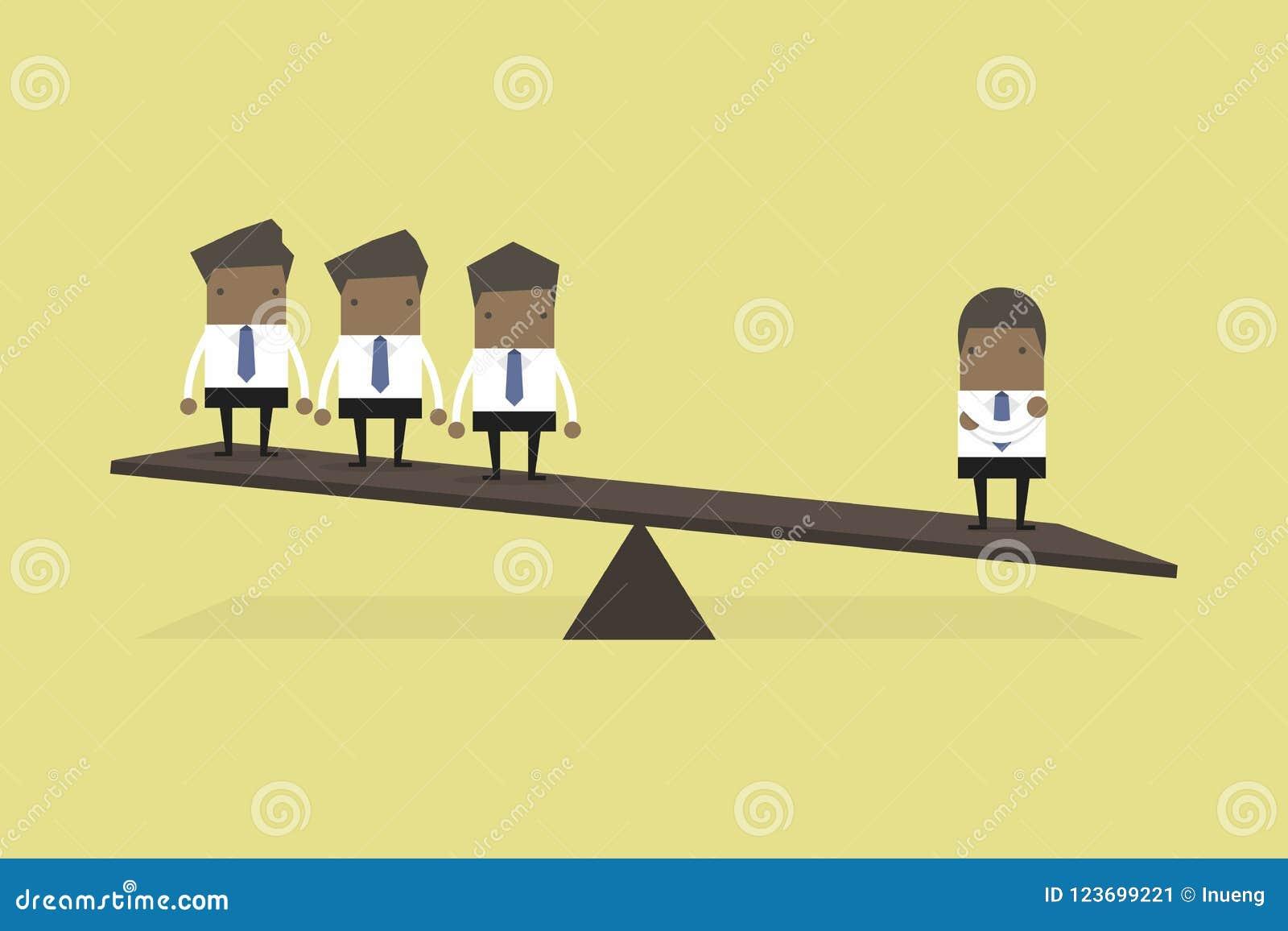 Um homem de negócios africano em um lado da escala de peso é mais pesado do que muitos executivos o outro lado