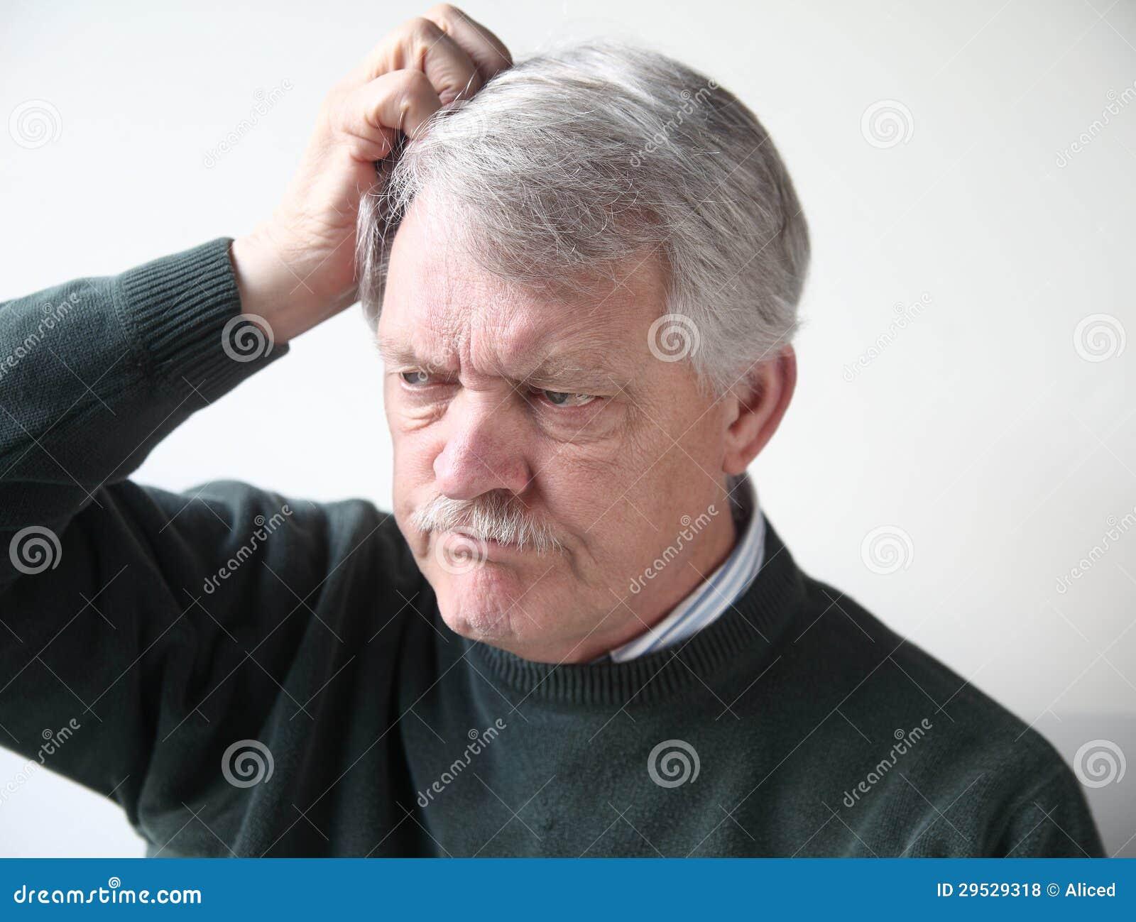 Um homem mais idoso é frustrante