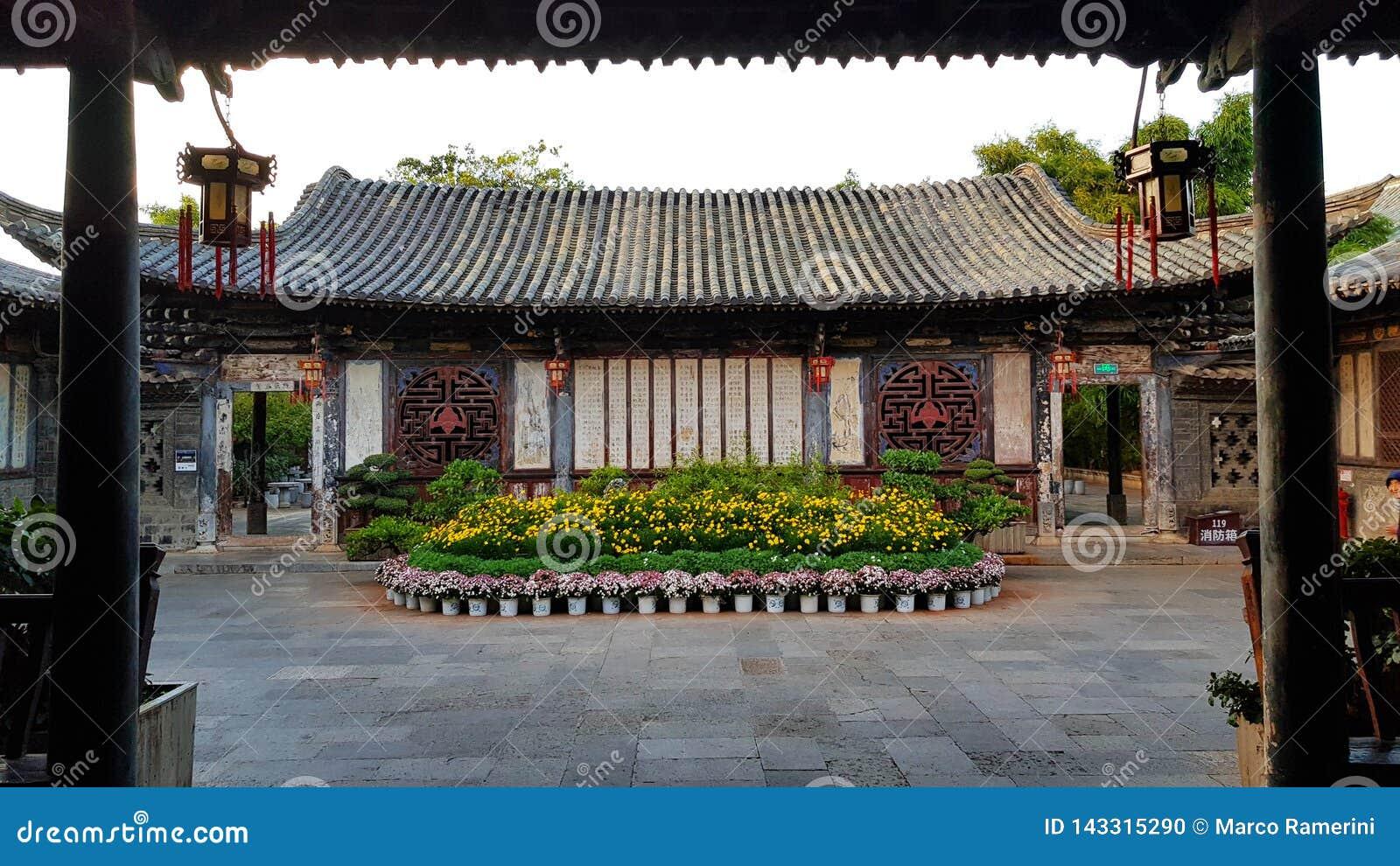 Um pátio interno na residência nobre chinesa típica da família do Zhu, Jianshui, Yunnan, China