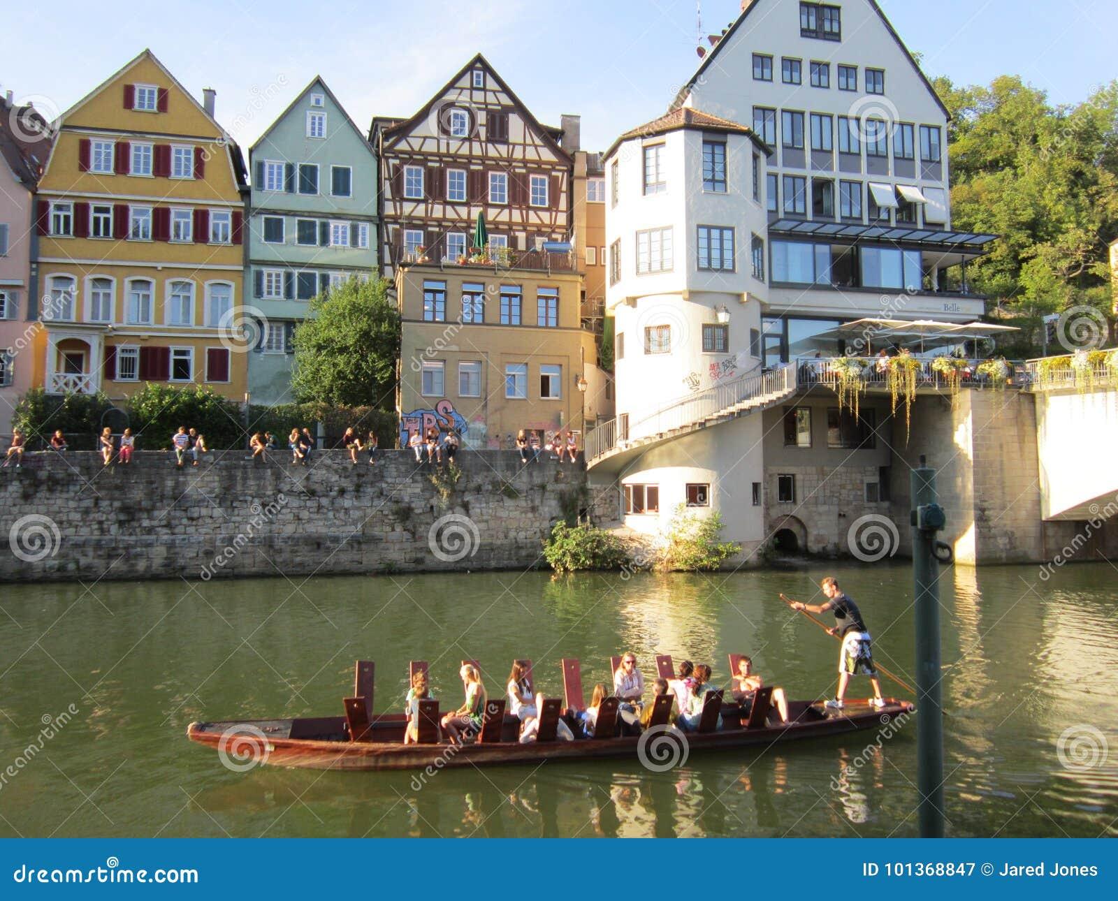 Um passeio da gôndola ao longo de Tubinga do centro