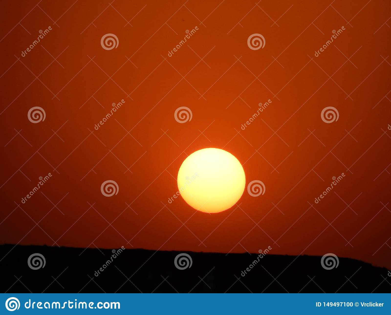 Um por do sol bonito em india