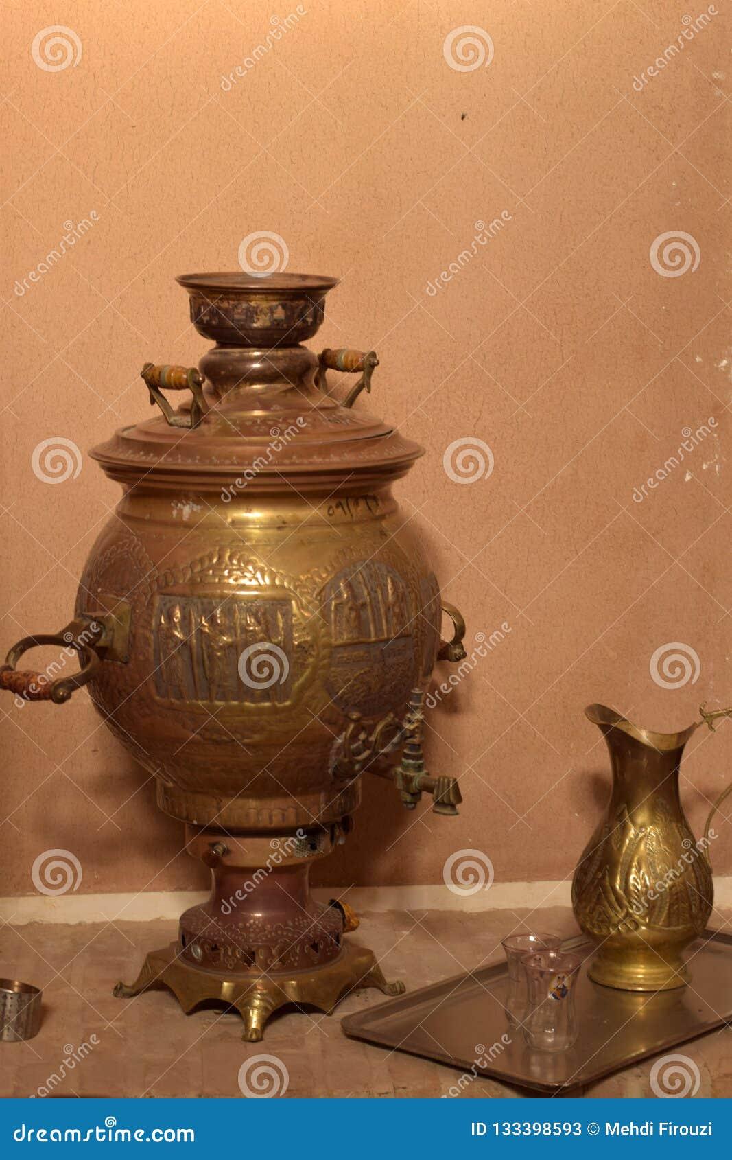 Um samovar dos dias velhos de Irã