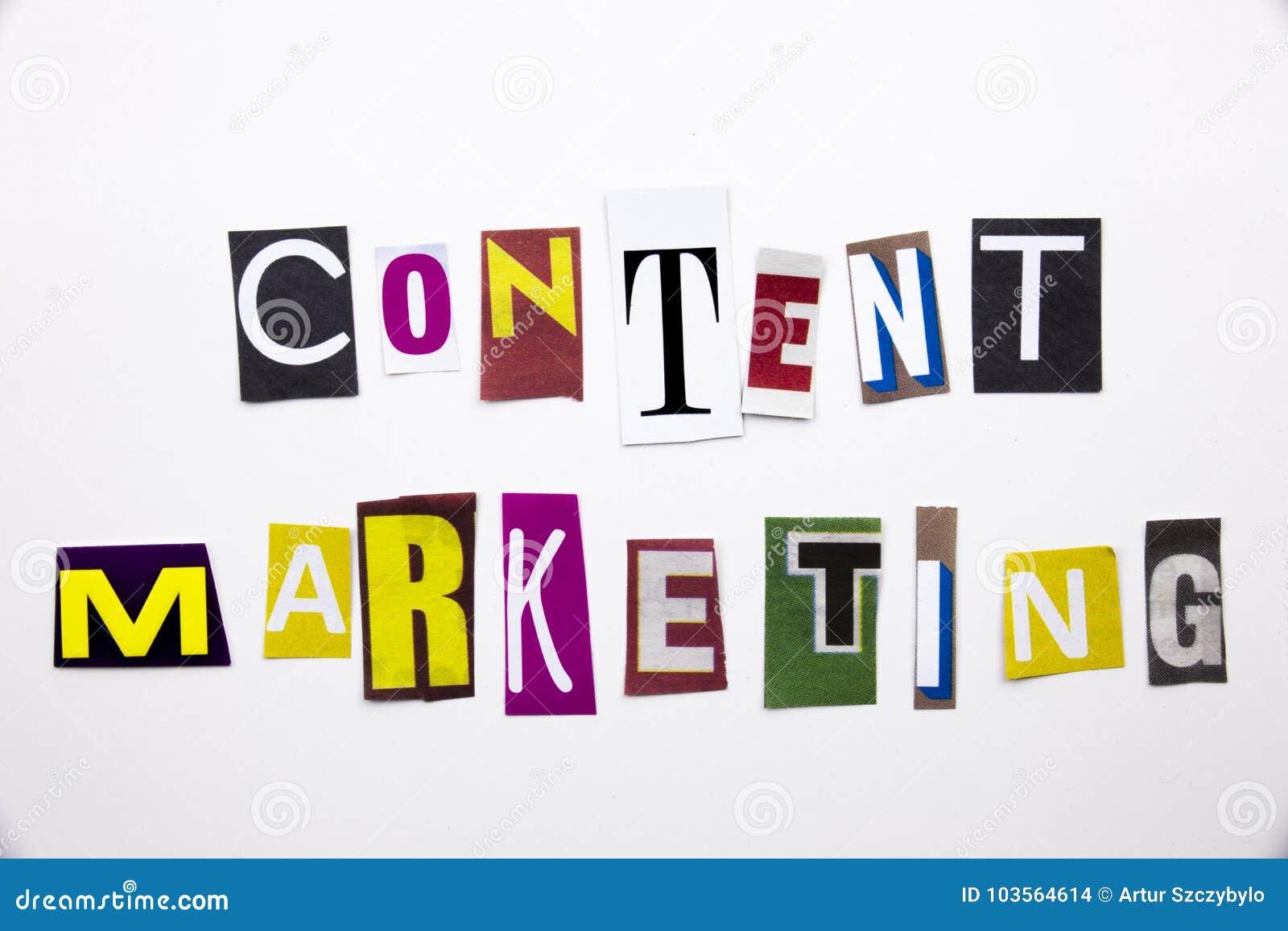 Um texto da escrita da palavra que mostra o conceito do mercado satisfeito feito da letra diferente do jornal do compartimento pa