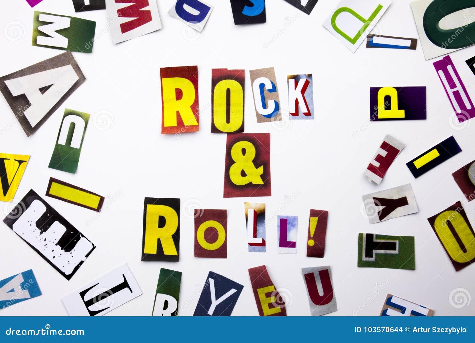 Um texto da escrita da palavra que mostra o conceito do rock and roll feito da letra diferente do jornal do compartimento para o