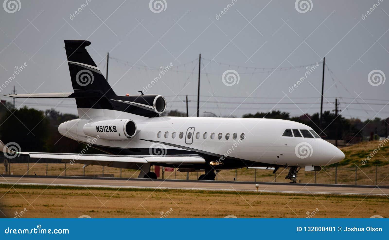Uma aterrissagem privada do falcão 900EX