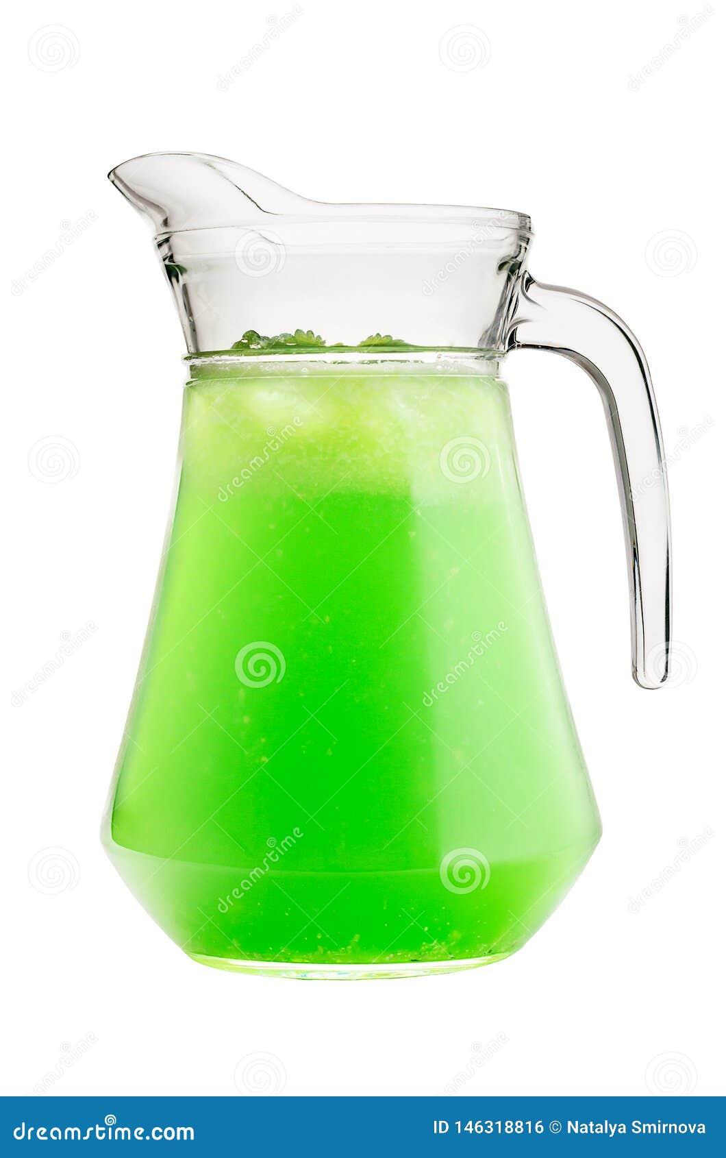 Uma bebida do estragão, hortelã em um jarro de vidro em um fundo isolado branco
