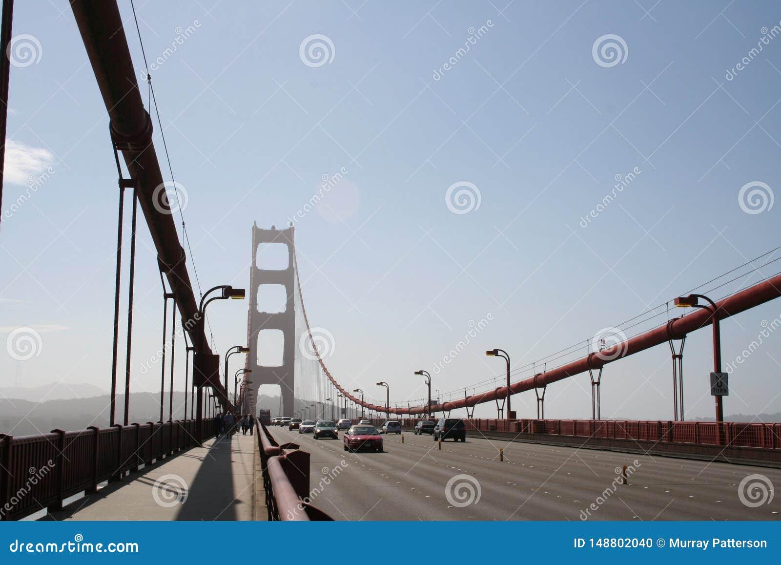 Uma caminhada ao longo de golden gate bridge