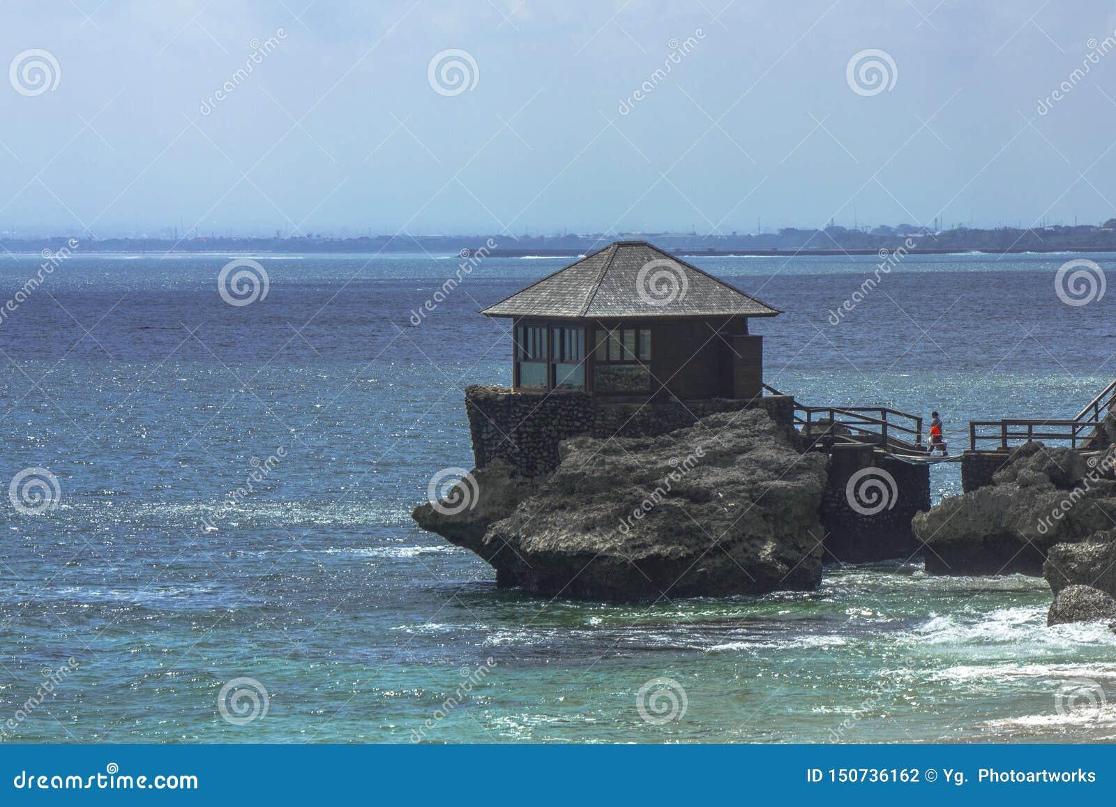Uma casa pequena em uma rocha, praia de Kubu, Jimbaran, Bali