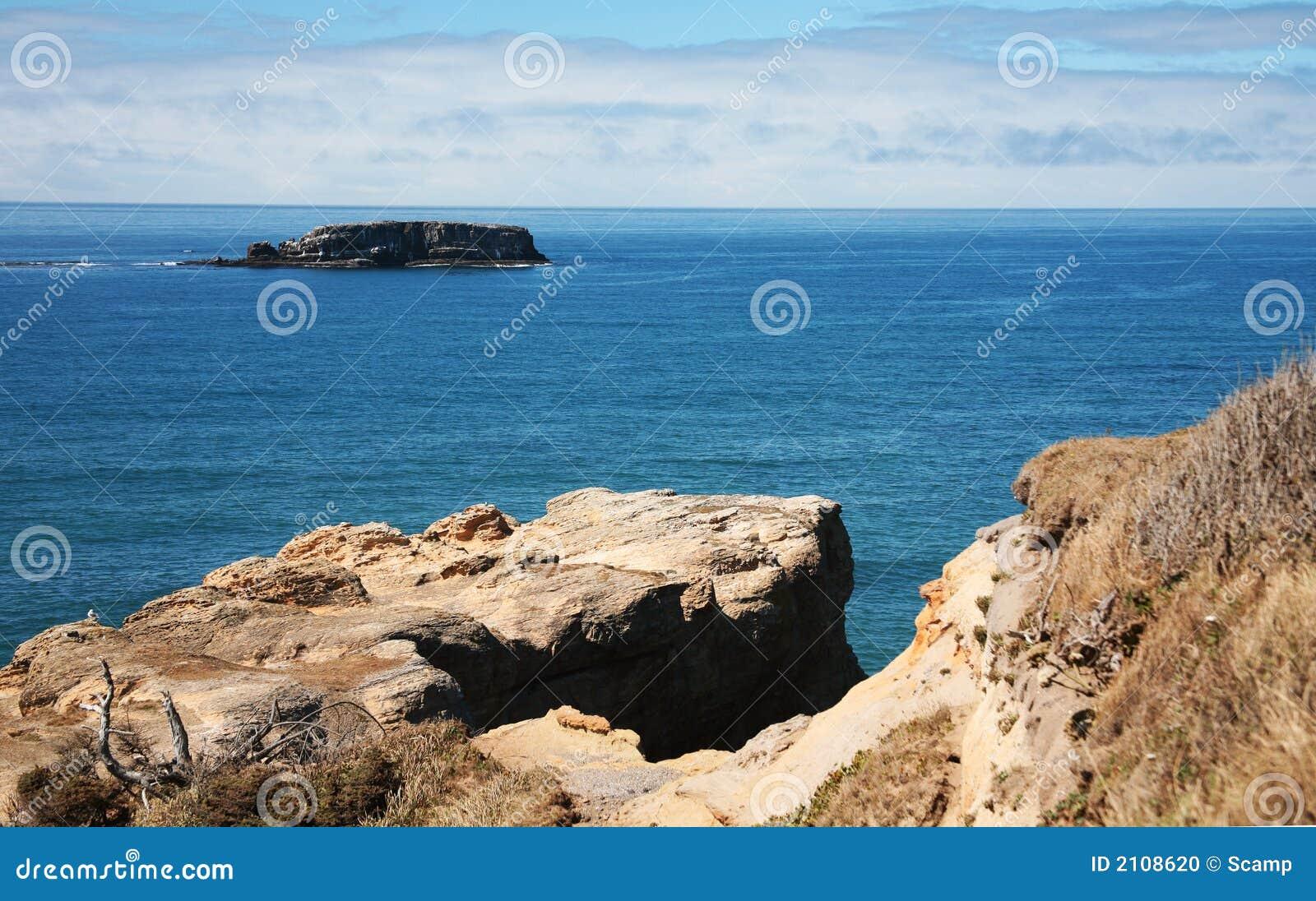 Uma costa rochosa de Oregon - Newport