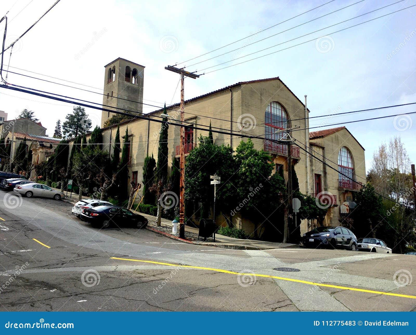 Uma das escolas de arte as mais velhas no país, 1