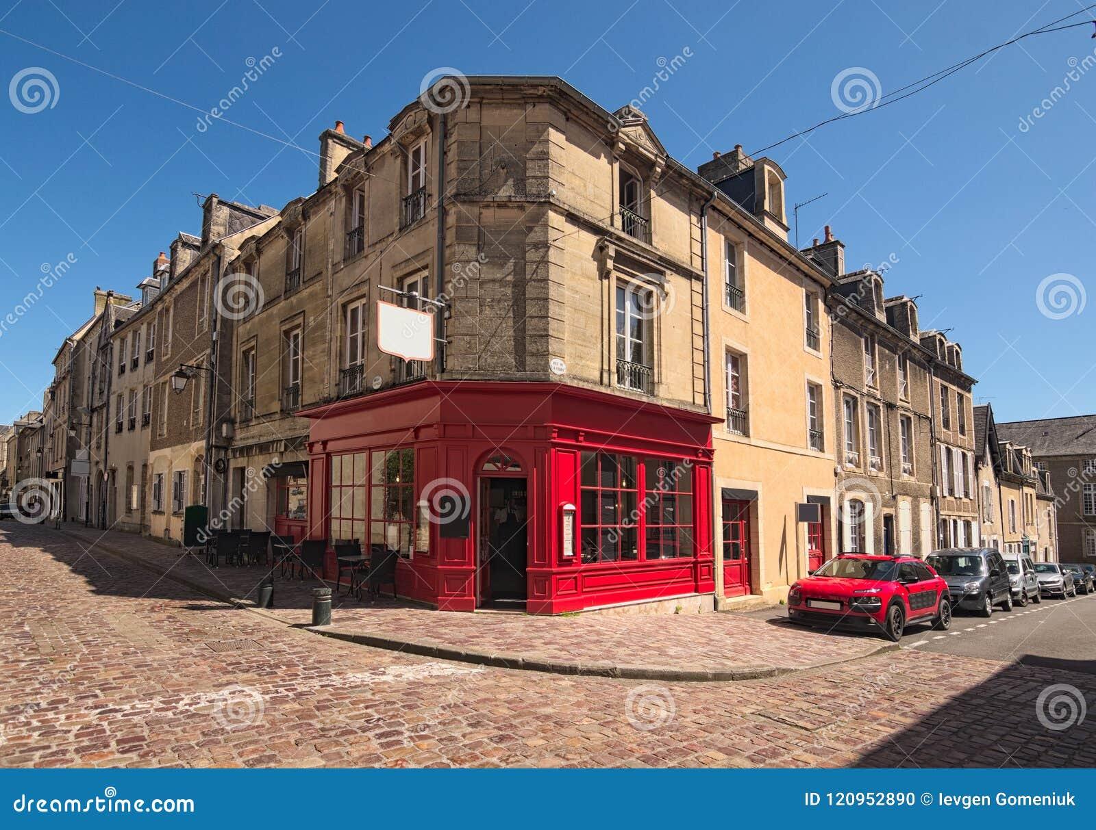 Uma esquina da rua típica na cidade medieval departamento de Bayeux, Calvados de Normandy, França