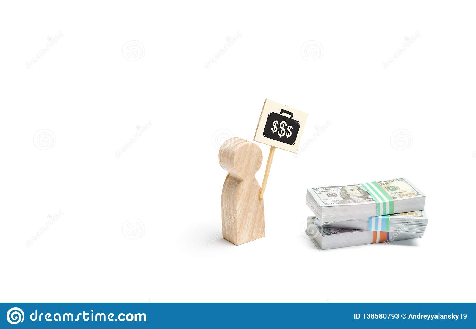 Uma estatueta do homem com um cartaz agita perto de uma pilha de dinheiro O conceito de encontrar um trabalho pago melhor Dificul