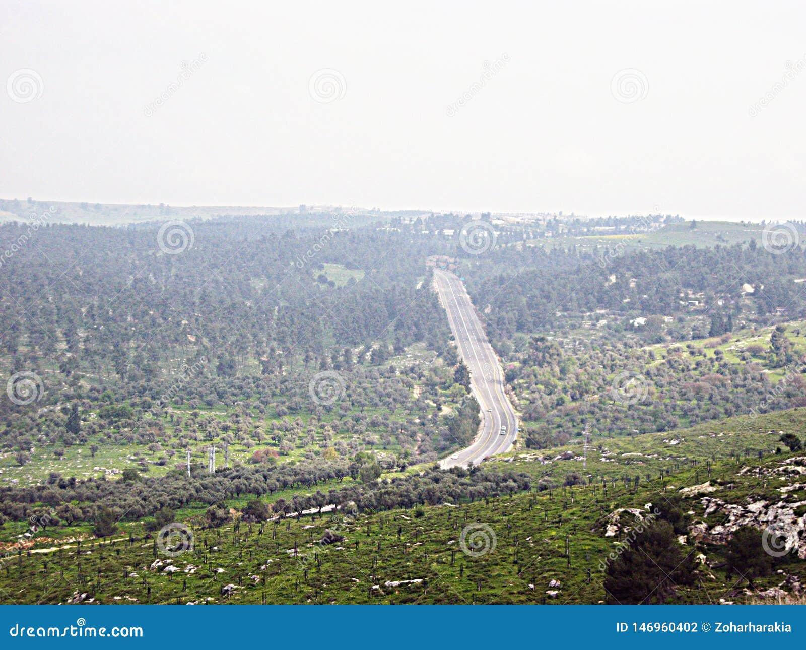 Uma estrada nas montanhas