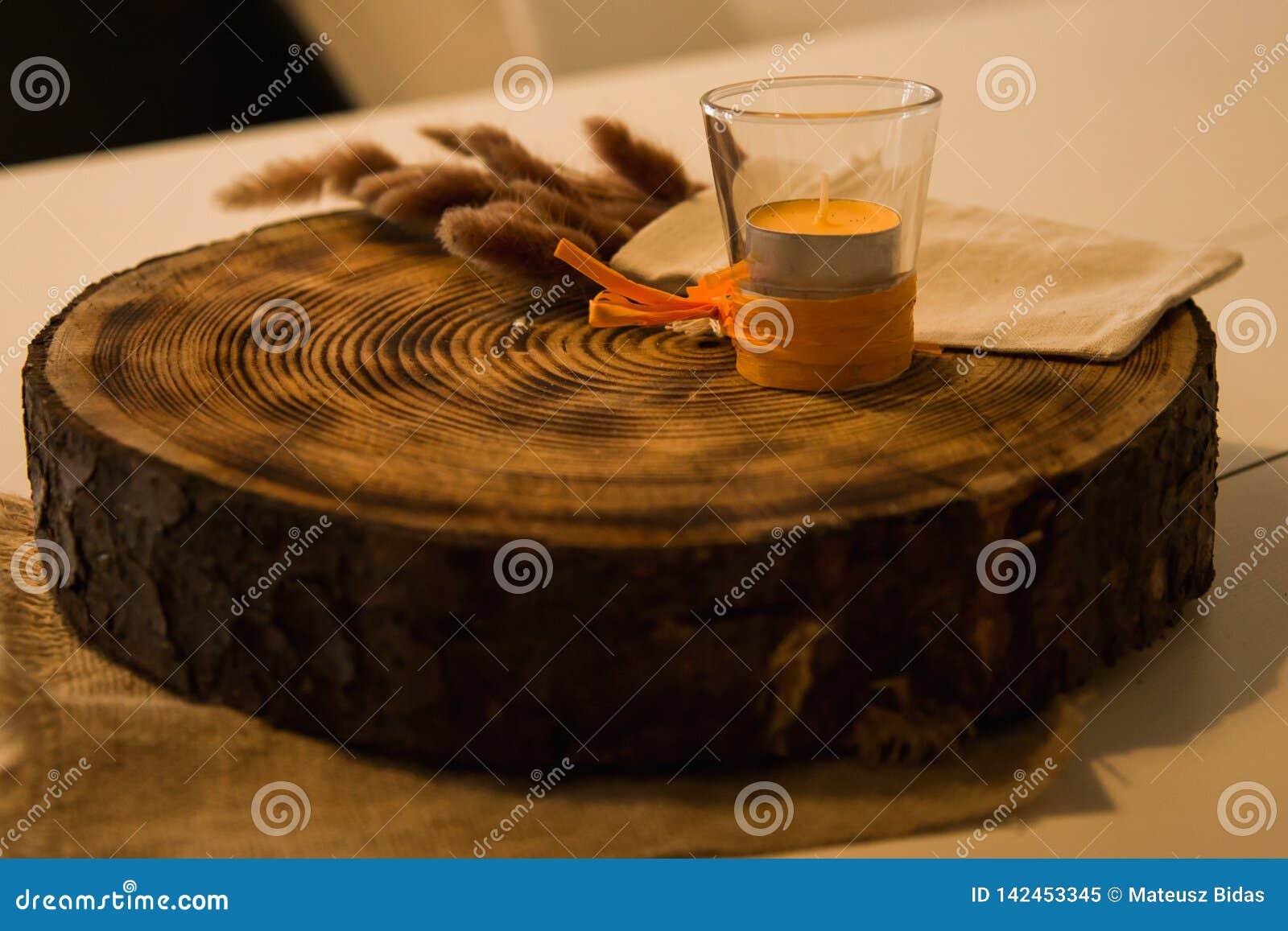 Uma fatia de uma madeira no restaurante