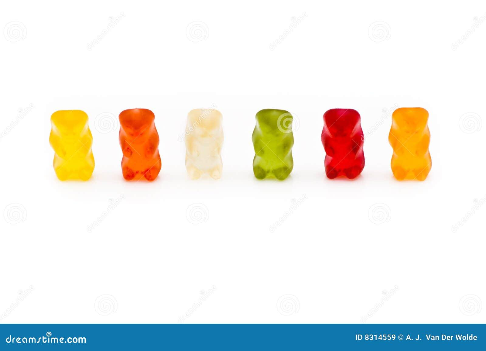 Uma fileira de 6 ursos gomosos