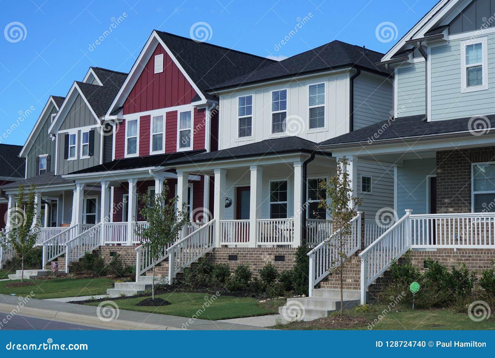 Uma fileira de casas coloridos em North Carolina
