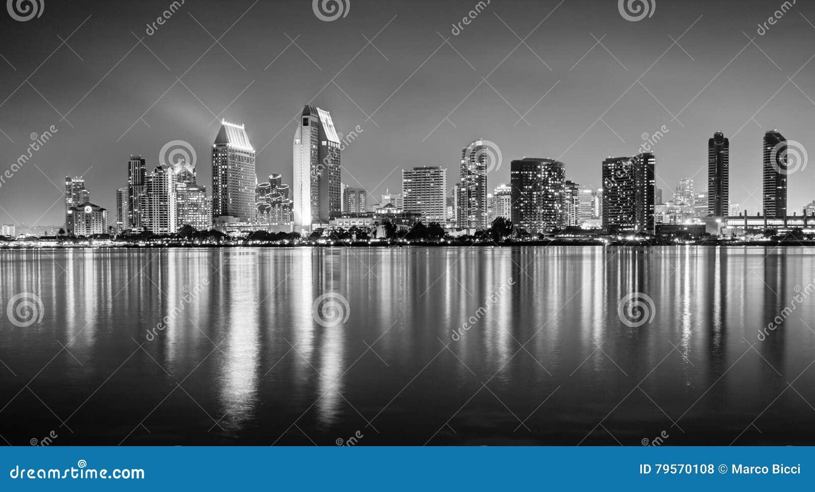 Uma foto de HDR da skyline de San Diego do Coronado islan