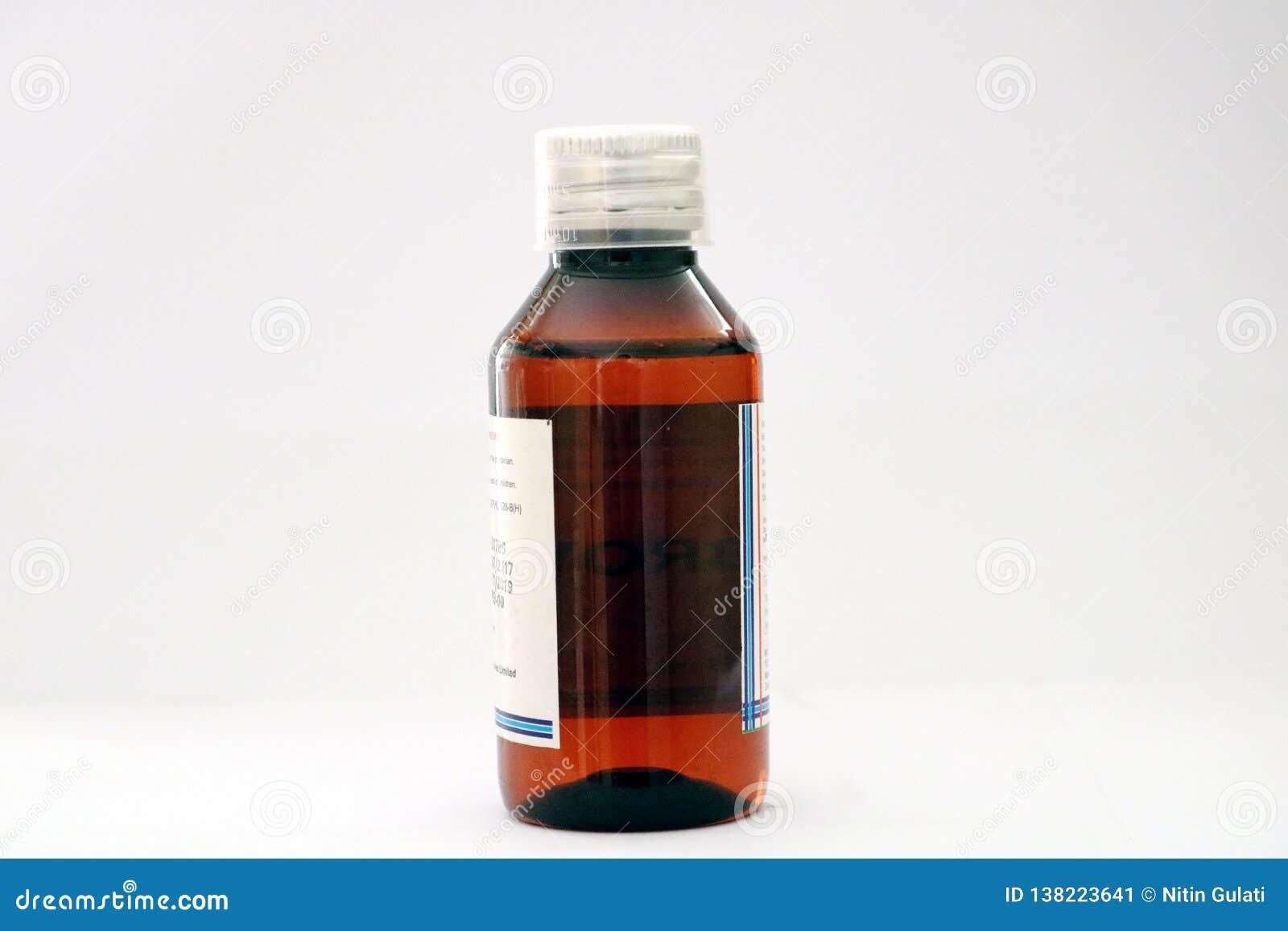 Uma garrafa ambarada do animal de estimação da medicina com o tampão transparente da dosagem