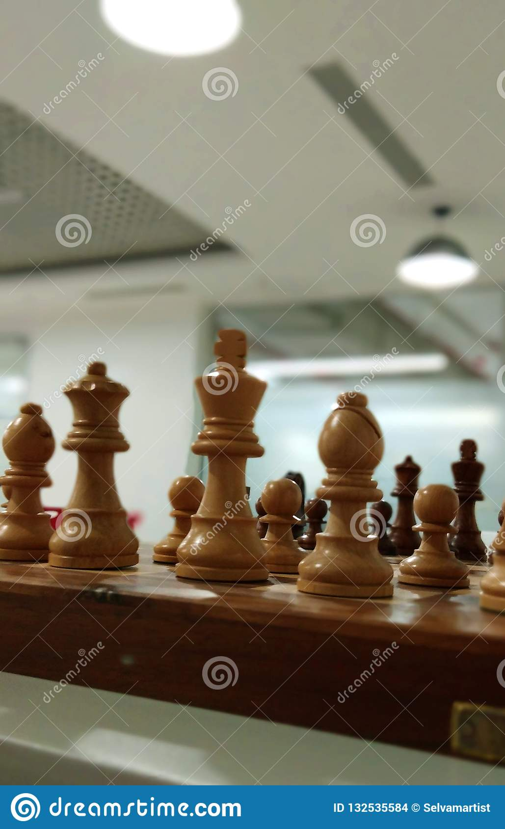 Uma ideia da parte de xadrez na placa de xadrez
