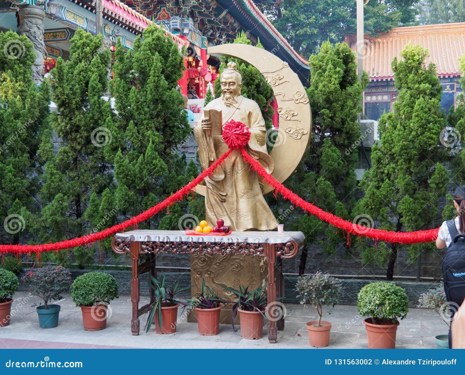 Uma imagem de Yue Lao o deus da união e do amor A estátua pode ser encontrada em Wong Tai