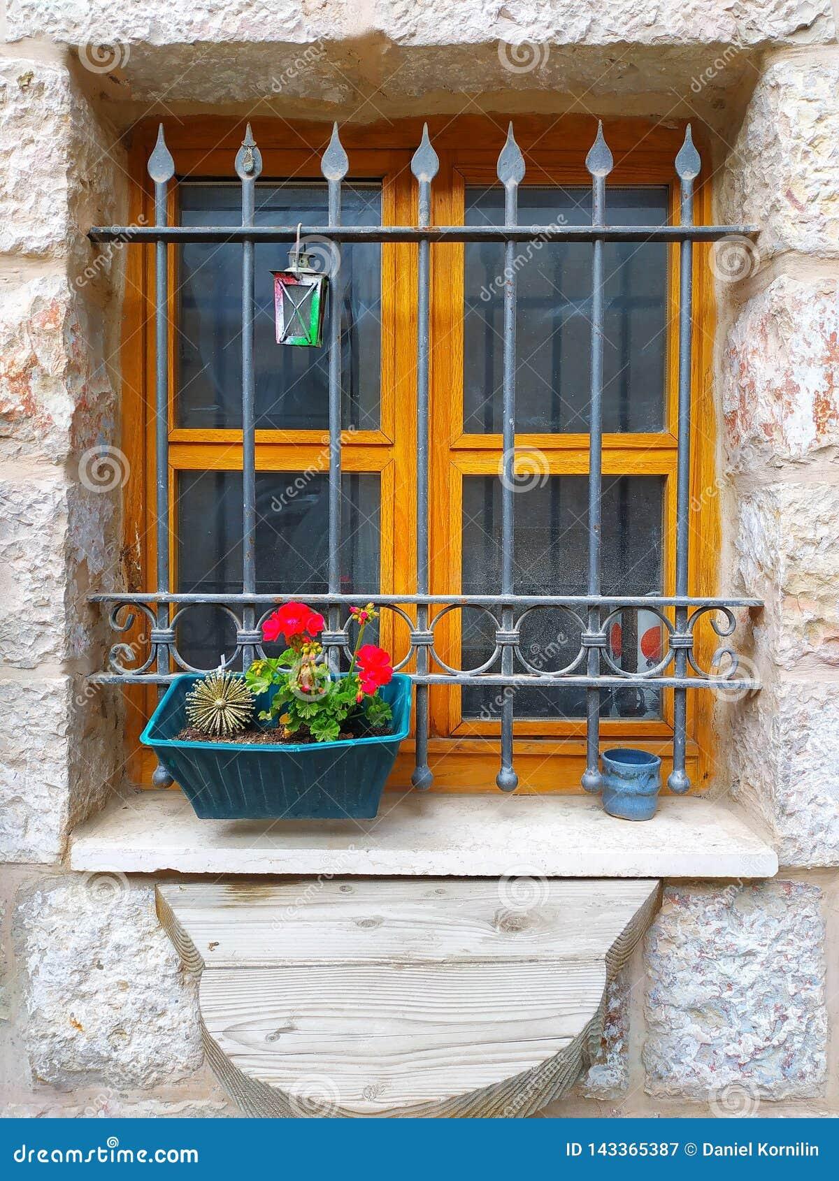 Uma janela de uma casa velha