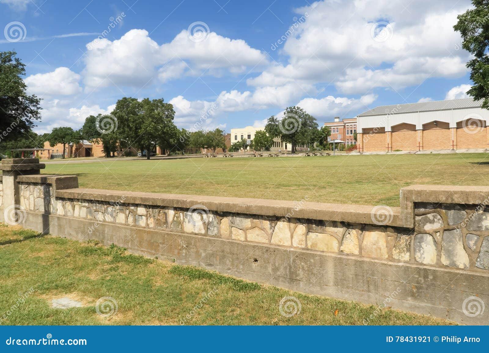 Uma jarda de escola em Fredericksburg Texas