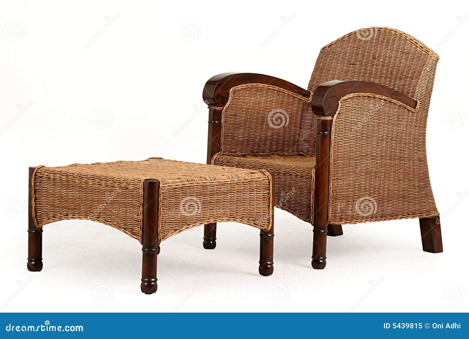 de Stock Royalty Free: Uma madeira e uma cadeira e uma mesa da palha #85A625 1300x957