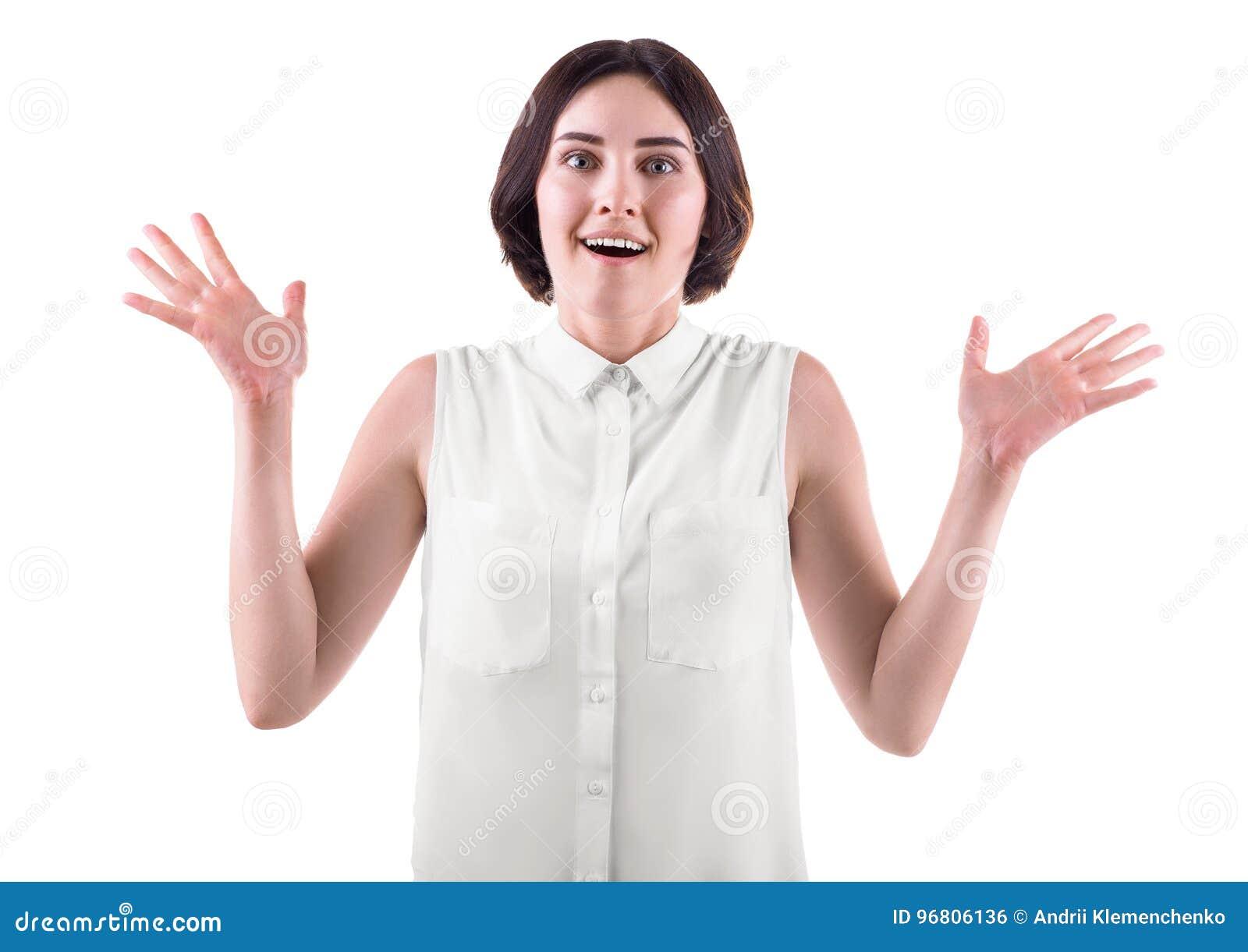 Uma mulher que guarda as mãos acima no excitamento Uma jovem mulher feliz e louca isolada em um fundo branco Uma senhora moreno e
