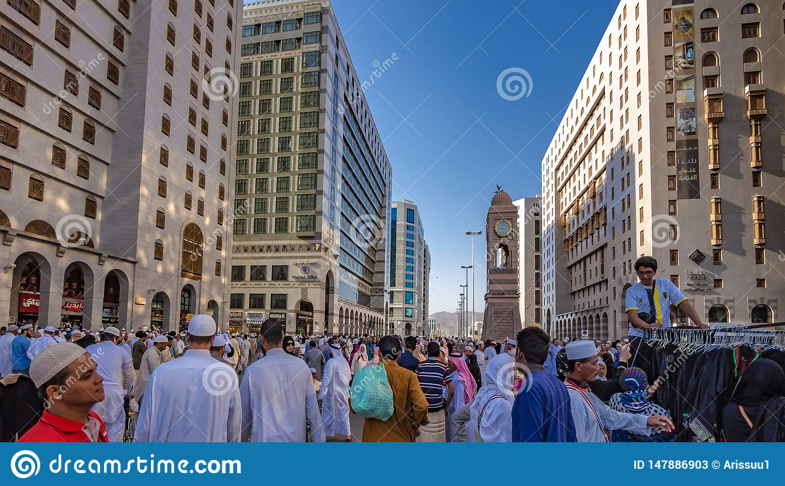Uma multid?o de peregrino na mesquita do al-Haram, Meca, Ar?bia Saudita